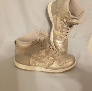 Almost new womens silver nike dunks